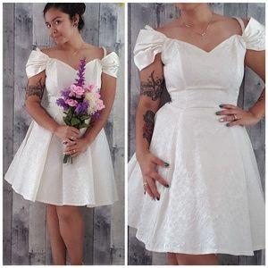 Vintage 1980s eggshell wedding dress size 9/10
